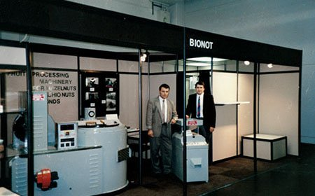BIONOT Company - First Exhibition, Deploying Flagship LION85 Roaster 1986